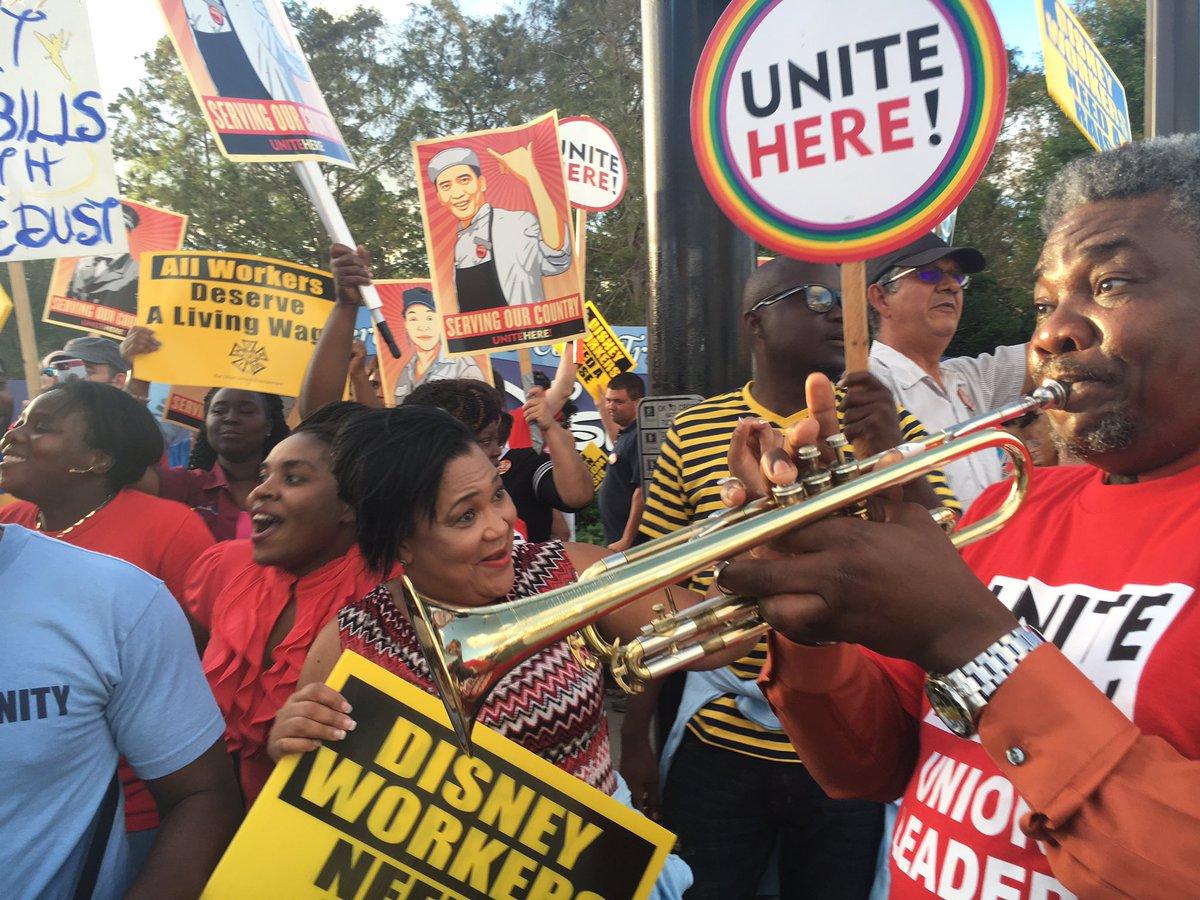 #Unitehere proving #solidarity is a good time! #DisneyRaise #union #1u<br>http://pic.twitter.com/oMmDLqdeWc
