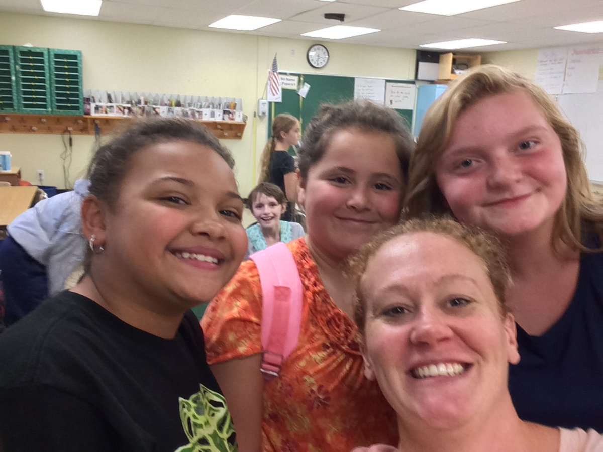 Happy to hang with these cousins during dismissal! Lucky to have taught all three of them! #familytime  @middleboroughes<br>http://pic.twitter.com/HNHkNh3dAZ