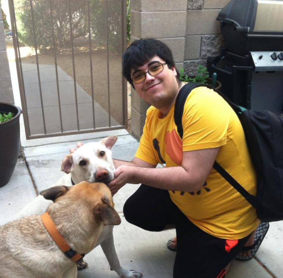 #tbt when ZeRo stayed over my place for a Vegas Smash 4 monthly I used to run in 2015.  My doggos love you buddy.   <br>http://pic.twitter.com/n7eLIh1y5C