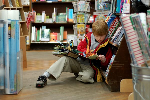 Fountas and Pinnell say librarians should guide readers by interest, not level. Do you agree?  http:// ow.ly/ga7o30fWfh7  &nbsp;   #EdChat #Librarians <br>http://pic.twitter.com/VenCjcXeE6