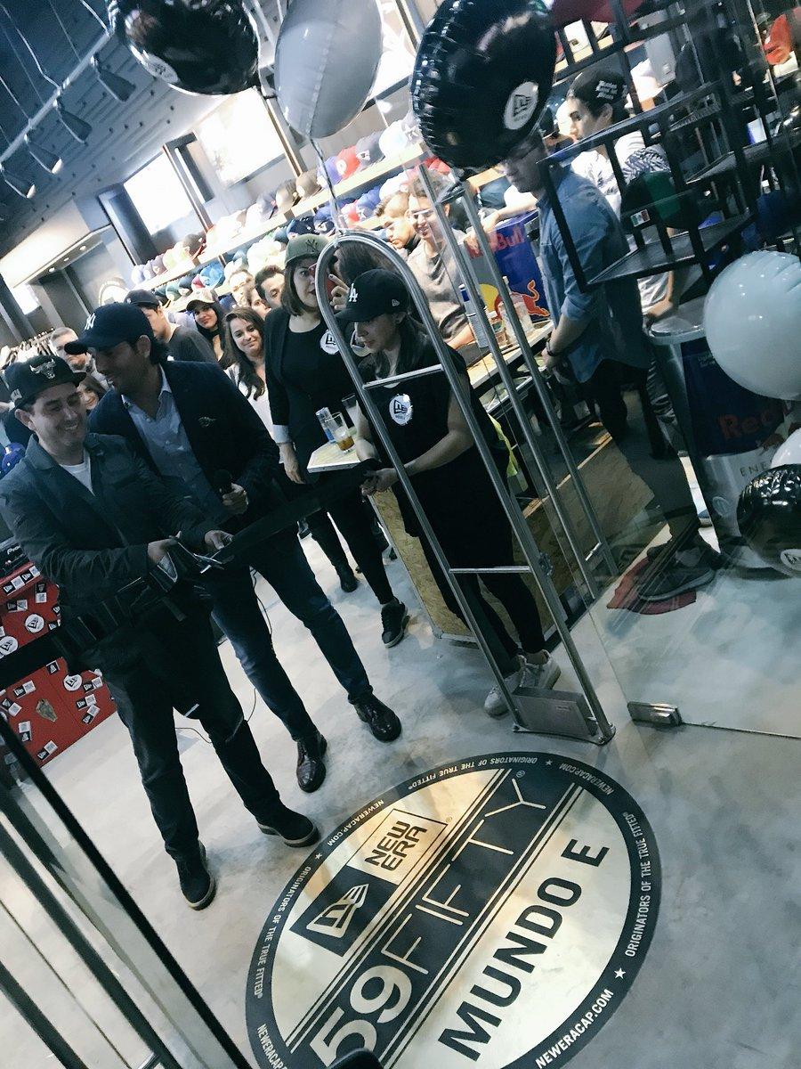 En el corte de listón de la nueva tienda de  NewEraMundoE  NewEraMx con   GabsRo22 y  ChamaRockkpic.twitter.com 6aNIQB47DX 84fc1f7a81c