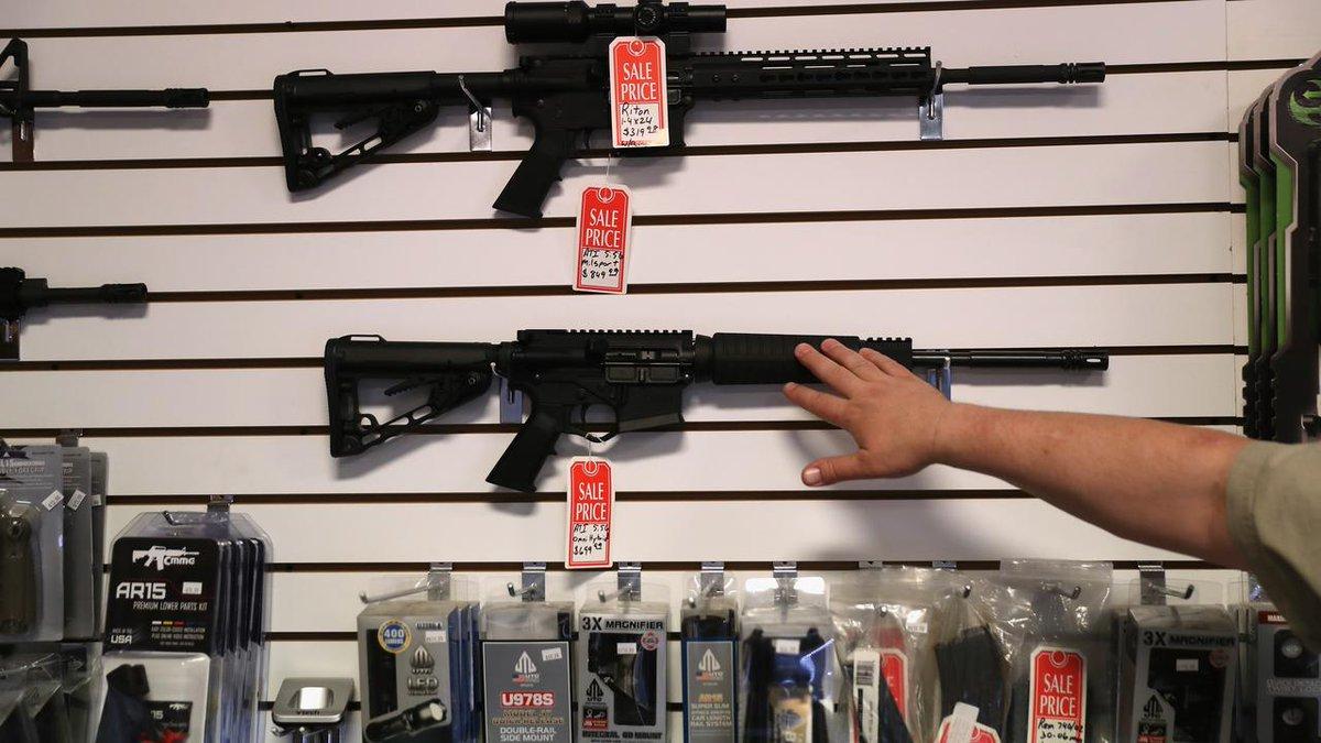 Chaque jour, trois millions d'Américains portent une arme à feu chargée https://t.co/YLps3PYSnk