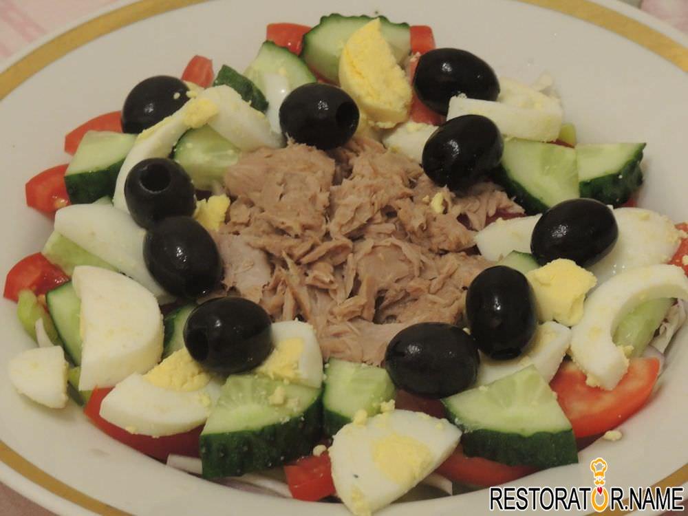 Рецепт салата с кальмарами и кукурузой