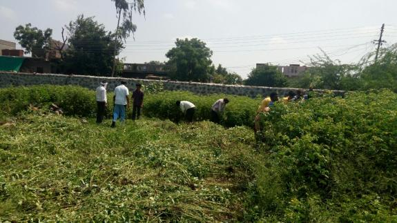 A cleanliness drive of #ODF sensitive spots was carried out by the Mehkar Municipal Corporation in #Maharashtra  #MyCleanIndia<br>http://pic.twitter.com/D0s3cc0xZJ