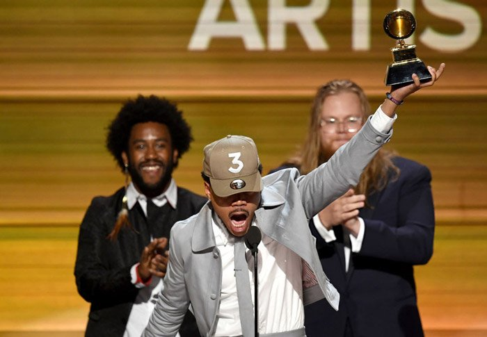 Chance the Rapper gets emotional while opening his Grammys with his daughter 😍😭 https://t.co/bVRmG4voRv