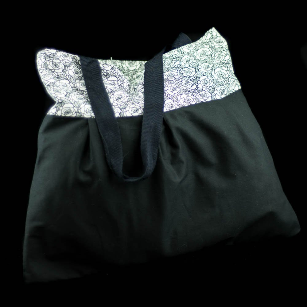Good morning Check out this lovely tote bag,handmade by us here at Amelia&#39;s Grotto #lovely #totebag #blackandwhite #floral #handmade #etsyshop #amelilasgrotto1<br>http://pic.twitter.com/mlJmwFCTWl