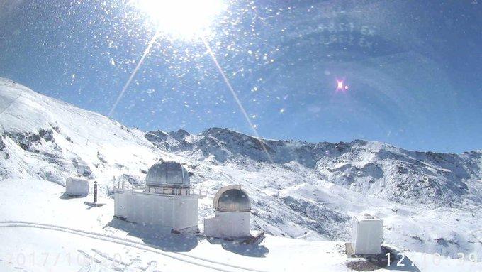 #SierraNevada luce hoy espléndida tras las nevadas de estos días!!! 😍❄️☀️ Empieza la cuenta atrás para la #temporada17_18! ⛷️🏂 #ganasdenieve