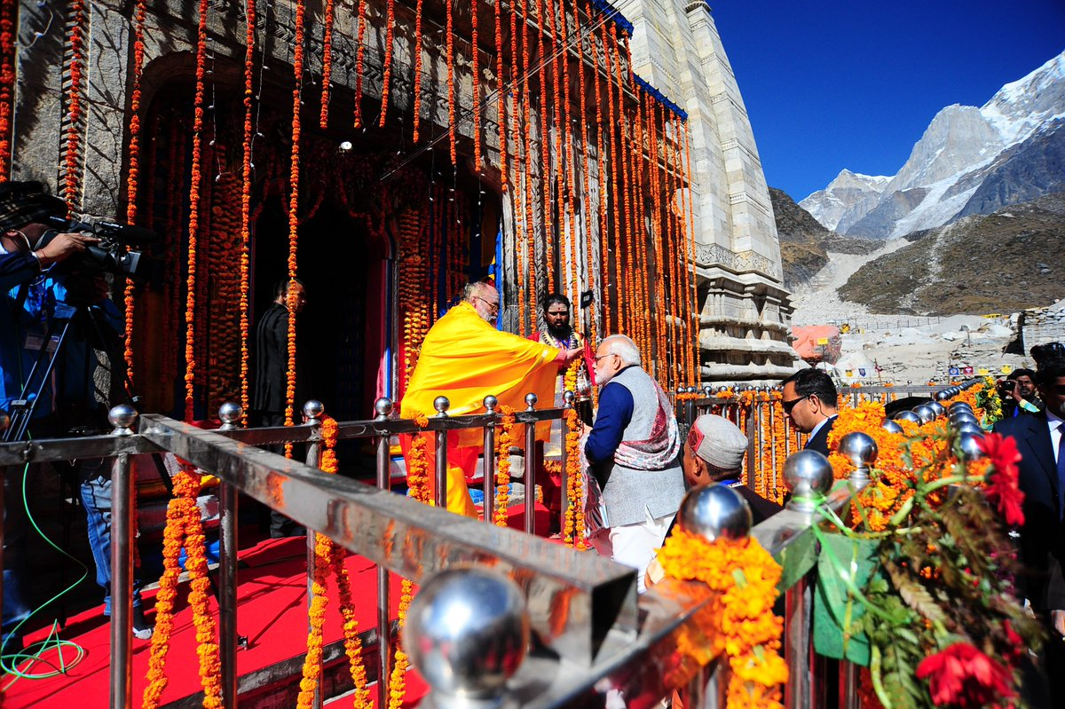 PM Modi offering prayers at #Kedarnath t...