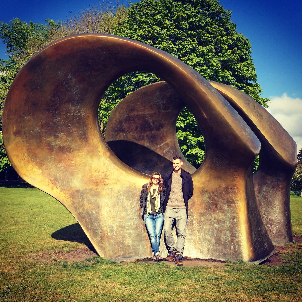 Last few days @henrymooresg open till 22nd. Lovely to write about for @BucksLifeMags &amp; to visit. Art, fields, sheep, cake #henrymoore #herts<br>http://pic.twitter.com/dOFw1ng3ar