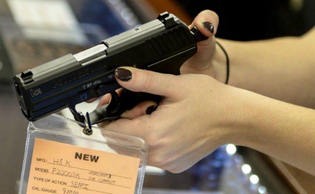 सर्वे में खुलासा, 30 लाख अमेरिकी हर दिन गोलियों से भरी बंदूकें लेकर नि...