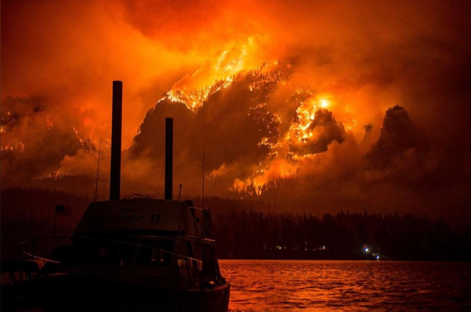 15-yr old Vancouver teen charged with starting #EagleCreekFire in Oregon. Witnesses say he threw fireworks #KOMONews https://t.co/5ZvUB9P3C9