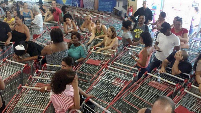 Aniversário Guanabara: filas começaram ainda de madrugada. https://t.c...