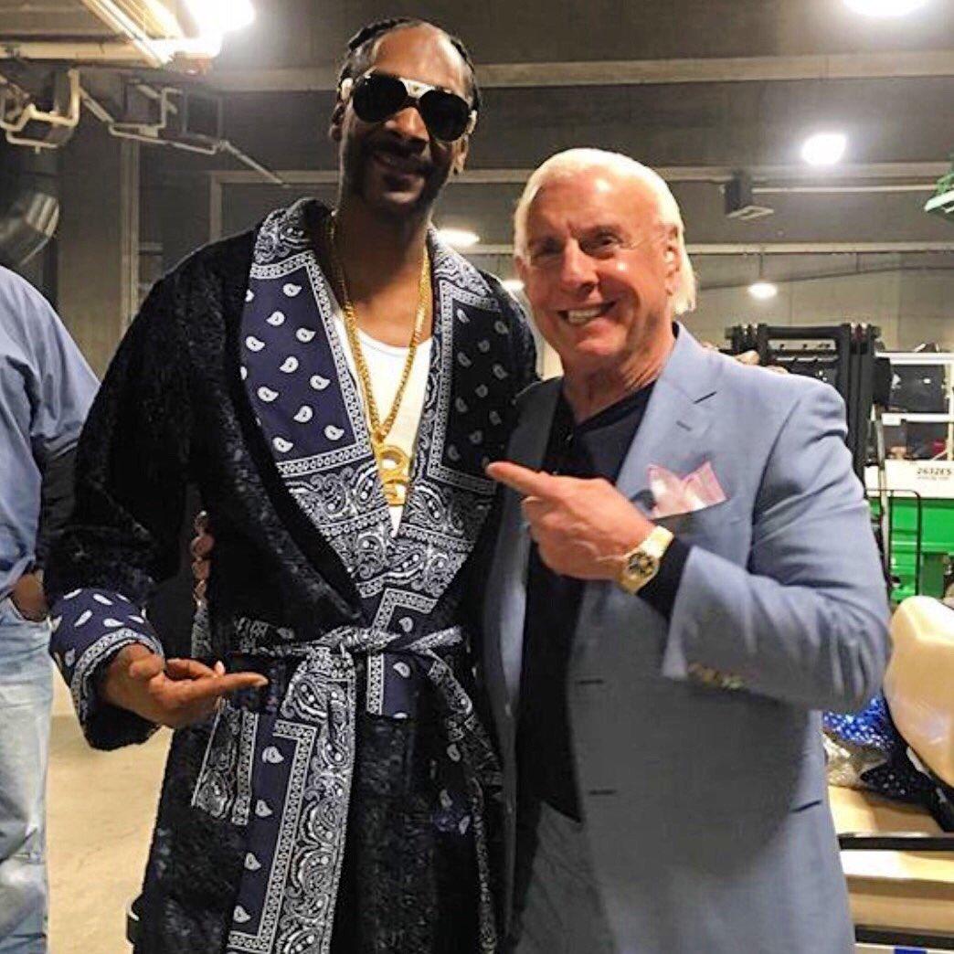 Happy DoggDay To The Snoop Man! WOOOOO! https://t.co/5RrEe2E96e