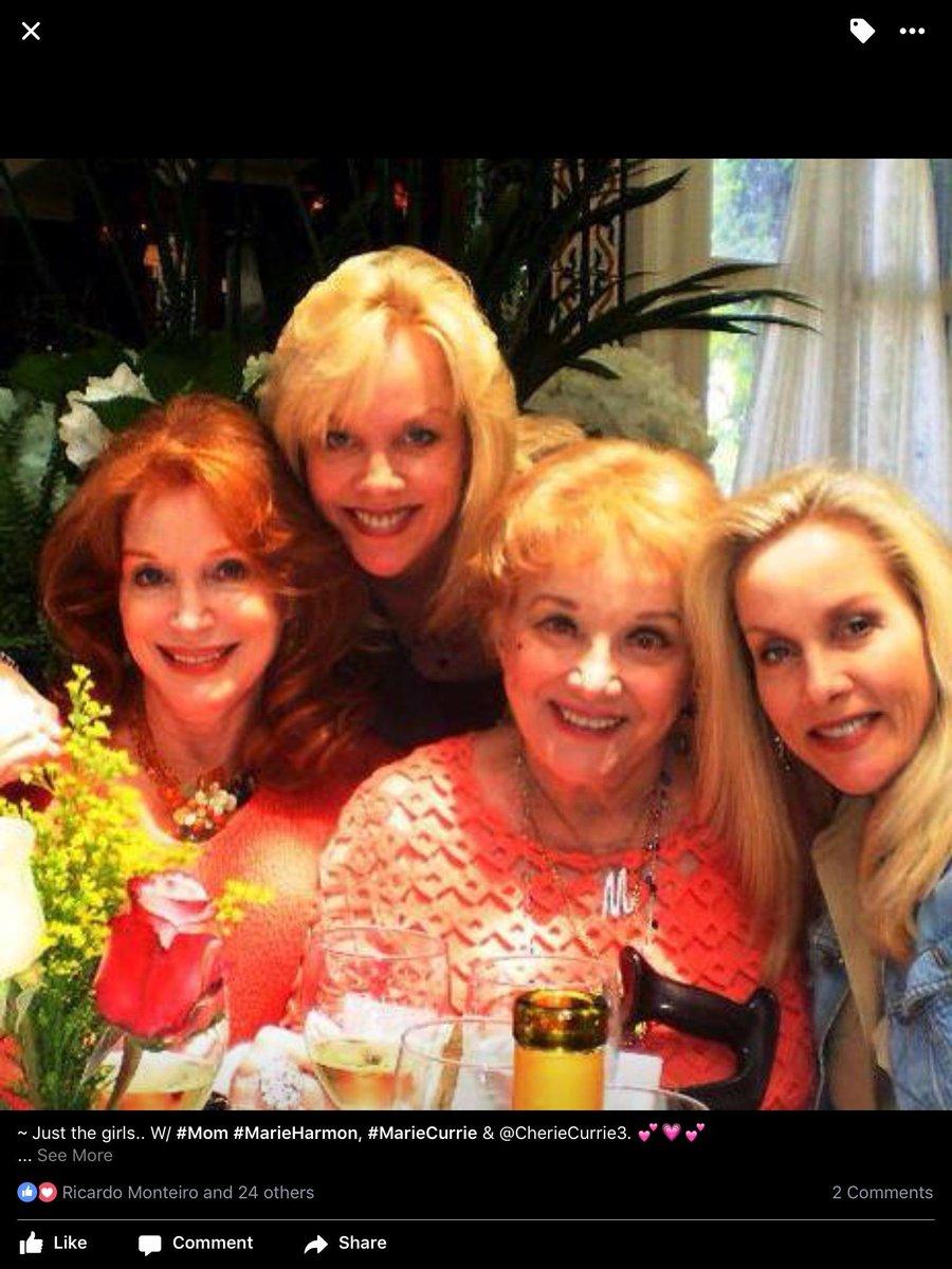 #Flashback ~ Just us girls..  W/ #Mom #MarieHarmon @CherieCurrie3 &amp; @marie_currie_creations <br>http://pic.twitter.com/SSqURxu2o8