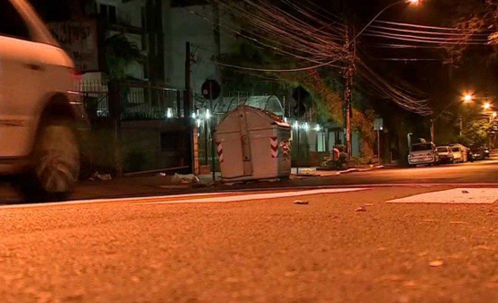 Pessoas são baleadas em assaltos nas cidades de Porto Alegre e São Leopoldo https://t.co/QFwHCsZv0i