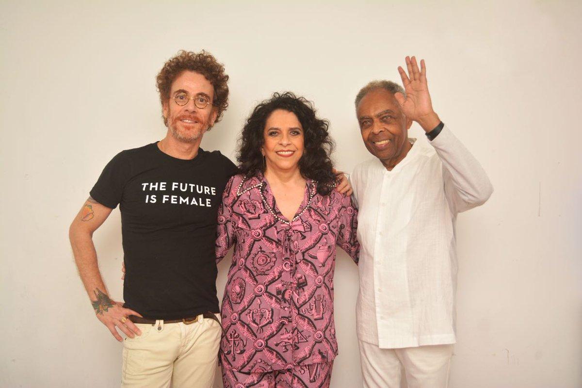"""Obrigada, amigos de Porto Alegre! Fico ainda mais feliz em ser chamada de """"gaúcha"""" por Gil. Próxima parada Sampa! https://t.co/90VWN7oEWD"""