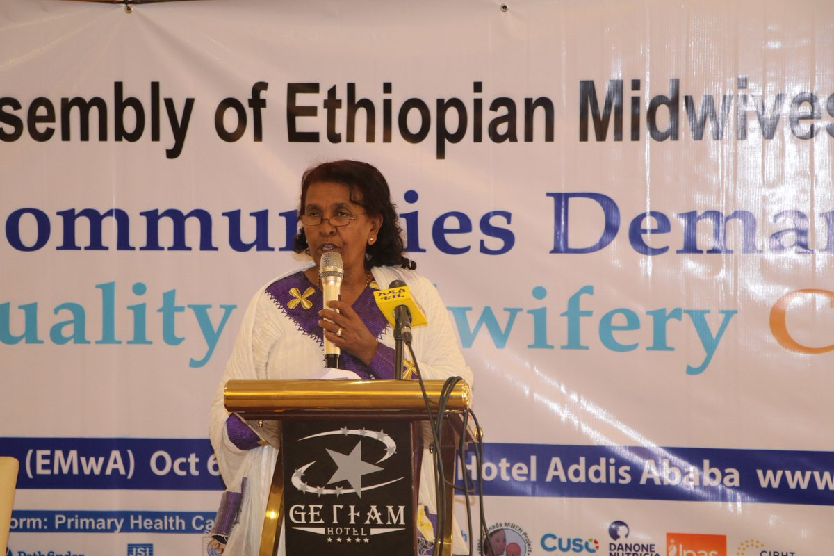 #Ethiopian #Midwives Association: 'Communities demand quality #midwifery care'. @UGondar  award for first diploma, degree, Masters programs.<br>http://pic.twitter.com/hfVFmOUyQL