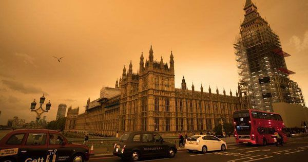 A couple of catastrophes got together to paint the English sky a ghastly shade of yellow https://t.co/bWOillYX8y