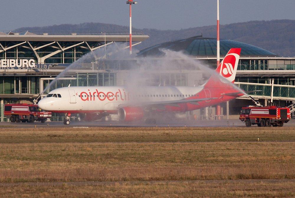 Last @airberlin #flight from @BaselAirport to @berlinairport    http://www. joelvogt.net/aviation/spott erbrowser/imgview.php?id=11850 &nbsp; …   #aviation #airberlin #Basel #Berlin #BSLmovements<br>http://pic.twitter.com/zaivIrItyJ