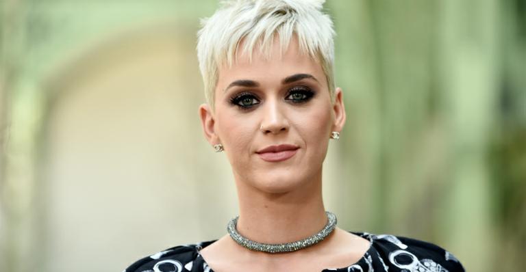 Katy Perry fica 'presa no ar' após erro de equipamento --> https://t.co/0vvySeJxtG