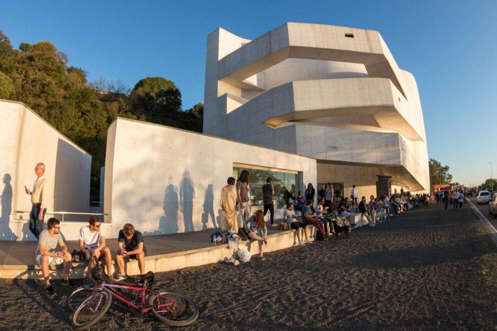 Fundação Iberê Camargo adota horário de verão e passa a funcionar até as 20h em Porto Alegre https://t.co/QxYpXp69Uf