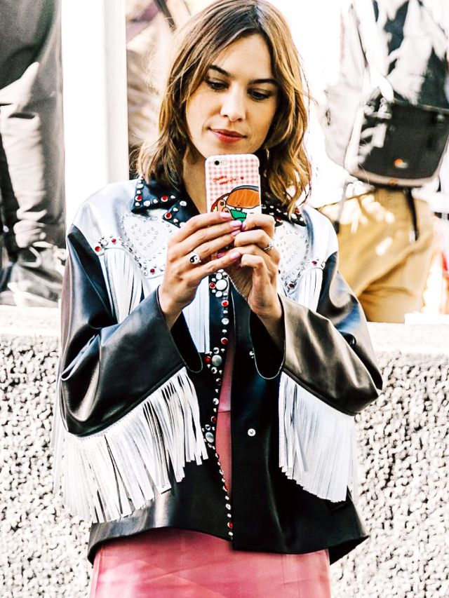 5 15-Second Styling Tricks Every Woman Should Know:  http:// bit.ly/2ySnTDC  &nbsp;   via @WhoWhatWear #HowTo #Lifehack<br>http://pic.twitter.com/OCG9WDaCfJ