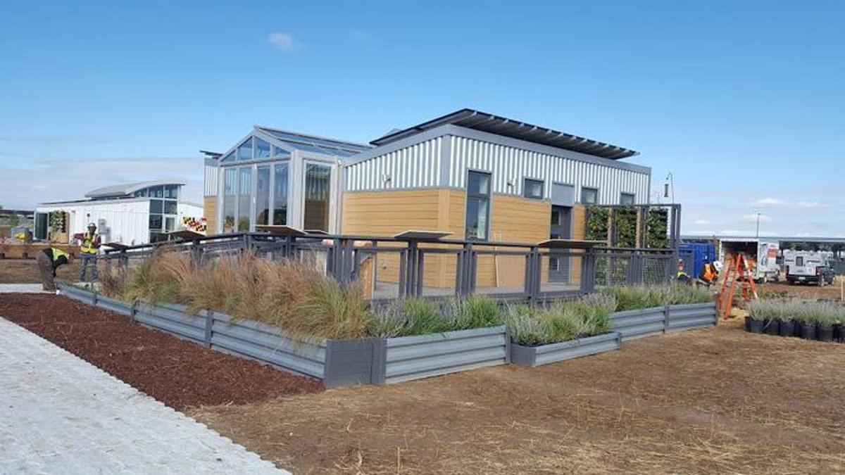 This house is 100 percent solar powered. A UMD team wants to mass produce it.  http:// ow.ly/p1iy30g0NMH  &nbsp;   #Maryland #solarenergy<br>http://pic.twitter.com/rqD3a6dSQO