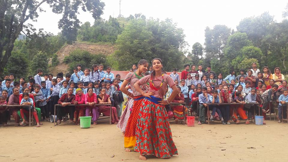 When Jasmine, Simran &amp; Cora left Tekanpur school after volunteering the whole school came to their farewell celebration! #Volunteer #Nepal <br>http://pic.twitter.com/HXHowtfOYA
