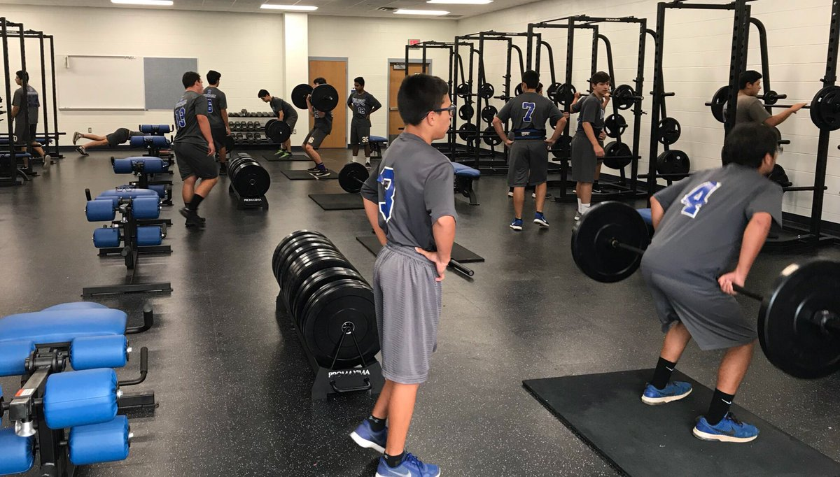 16 committed dudes getting after it in the weightroom this morning! #200ft #process #ConpoundEffect<br>http://pic.twitter.com/7i1o17iwAj