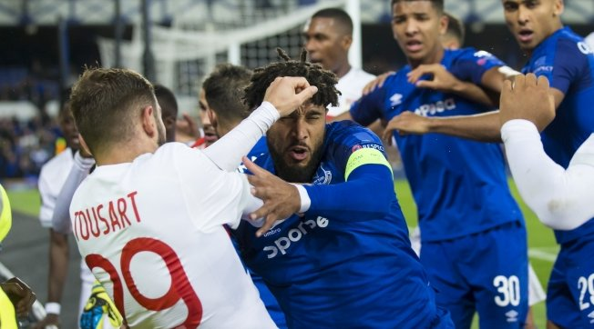 BANNED!  Everton have banned the child-carrying fan involved in a confrontation with a Lyon player.  More   http:// bbc.in/2goh6pP  &nbsp;   #EFC <br>http://pic.twitter.com/bJHuuNW77m