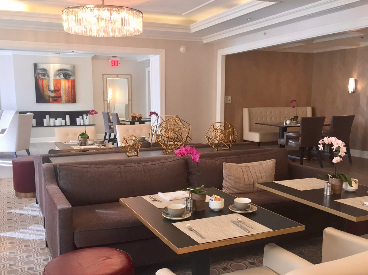 You will feel completely at home in the beautifully renovated @FairmontDC President's Club. I know I do  #LuxuryTravel <br>http://pic.twitter.com/aF2gj9k28V