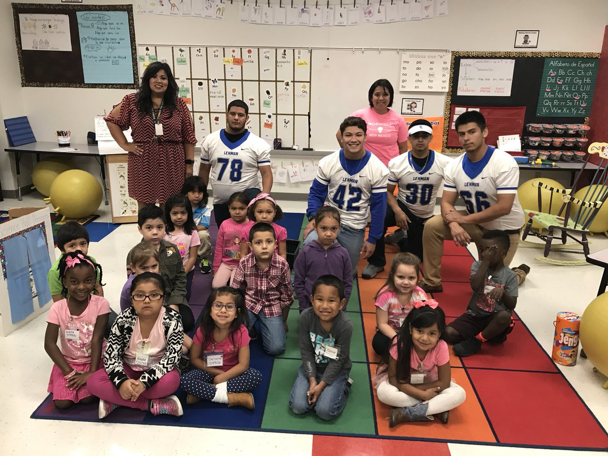 Be the Reason Someone SMILES Today!Lehman Lobos  hanging out @Science Hall Elementary this morning. #SERVICE @CoachKirkland21 @zunigak13<br>http://pic.twitter.com/VjM7rcLPrM &ndash; à Science Hall Elementary