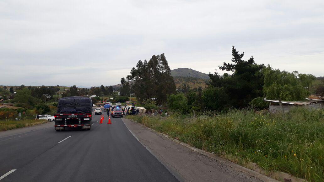 Se informa ruta E-66 camión volcado, altura Quincanque, carabineros y ambulancia en el lugar @reddeemergencia @LuisTalamilla @StoDomingoECO12 @LitoralVSur