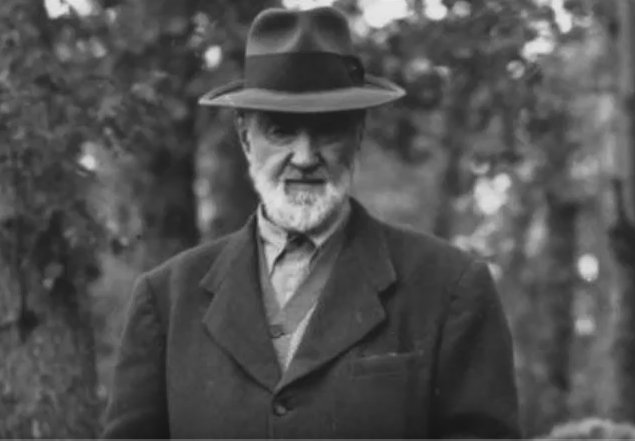 It&#39;s my Birthday! Charles Ives was born TODAY in 1874. Celebrate with the powerful Robert Browning Overture  https:// youtu.be/byop1qqmXlY  &nbsp;   #music <br>http://pic.twitter.com/UfBhczRHb3