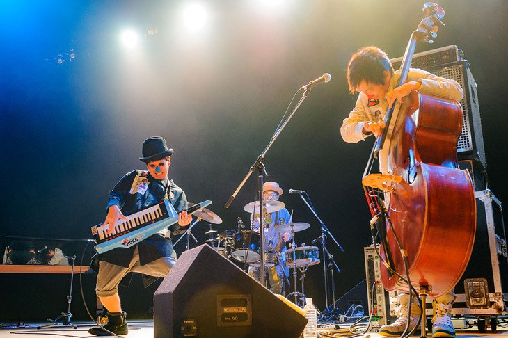 A frenzied feasting tells of the beginning. @H_ZETTRIO&#39;s stage full of crazy energy with non-stop! #Jazz #music <br>http://pic.twitter.com/sfU3eBh6dS