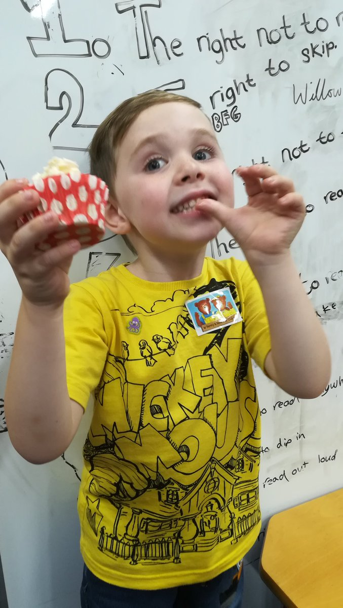 &quot;Wear Yellow and Shine Bright&quot; for #spinabifida at Pembroke Dock Community School today. 50p cupcakes were popular  #raisingmoney <br>http://pic.twitter.com/m2EBx0RnJK
