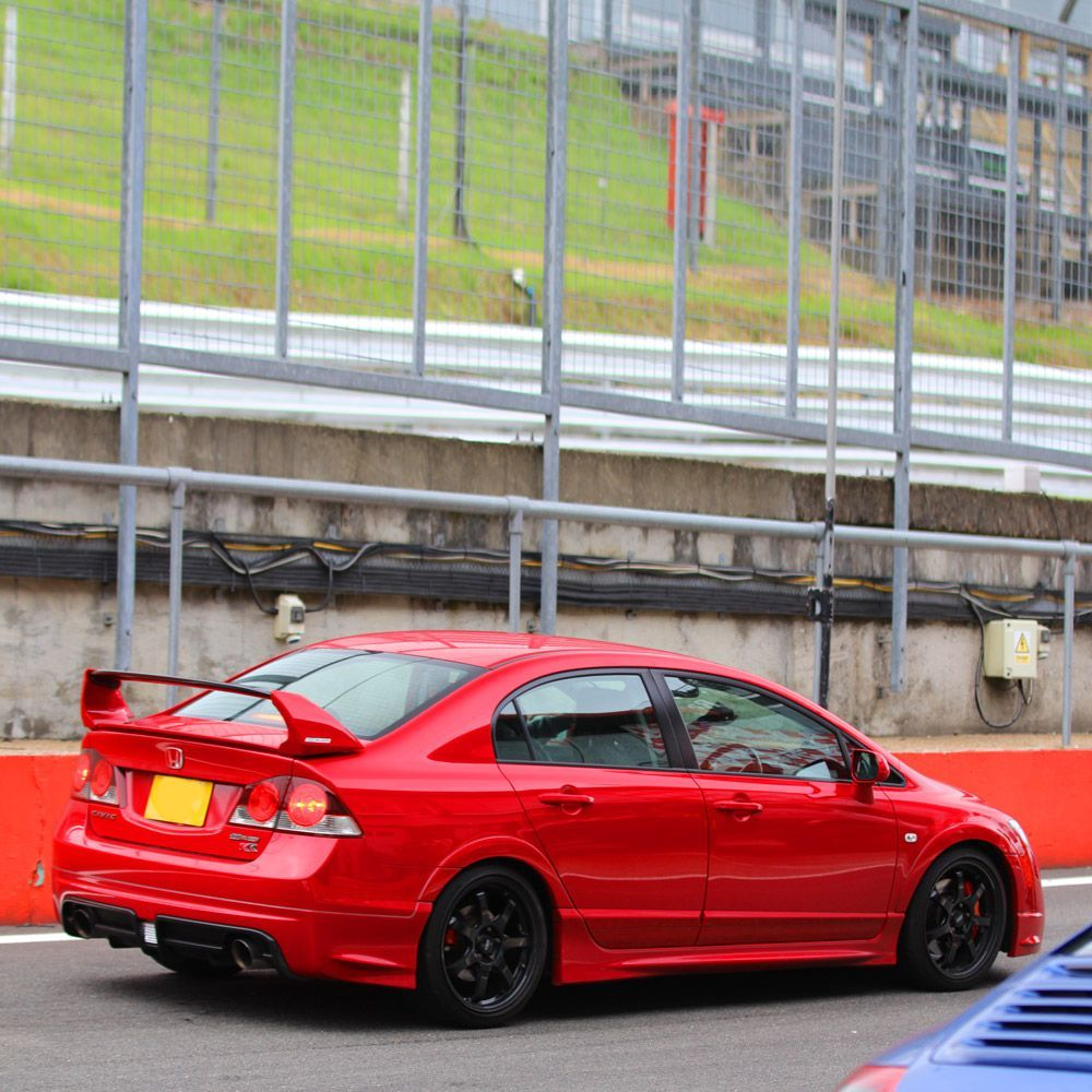 #FastFriday courtesy of the #Honda Civic Type-R<br>http://pic.twitter.com/lIxEXsmn2o