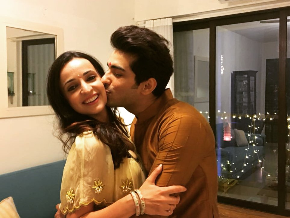 #Monaya &#39;s #Diwali  celebreations 2017  pic set  2/2  all videos updated in our #Instagram acc  @itsmohitsehgal #MohitSehgal #SanayaIrani<br>http://pic.twitter.com/98N9mvdMpf