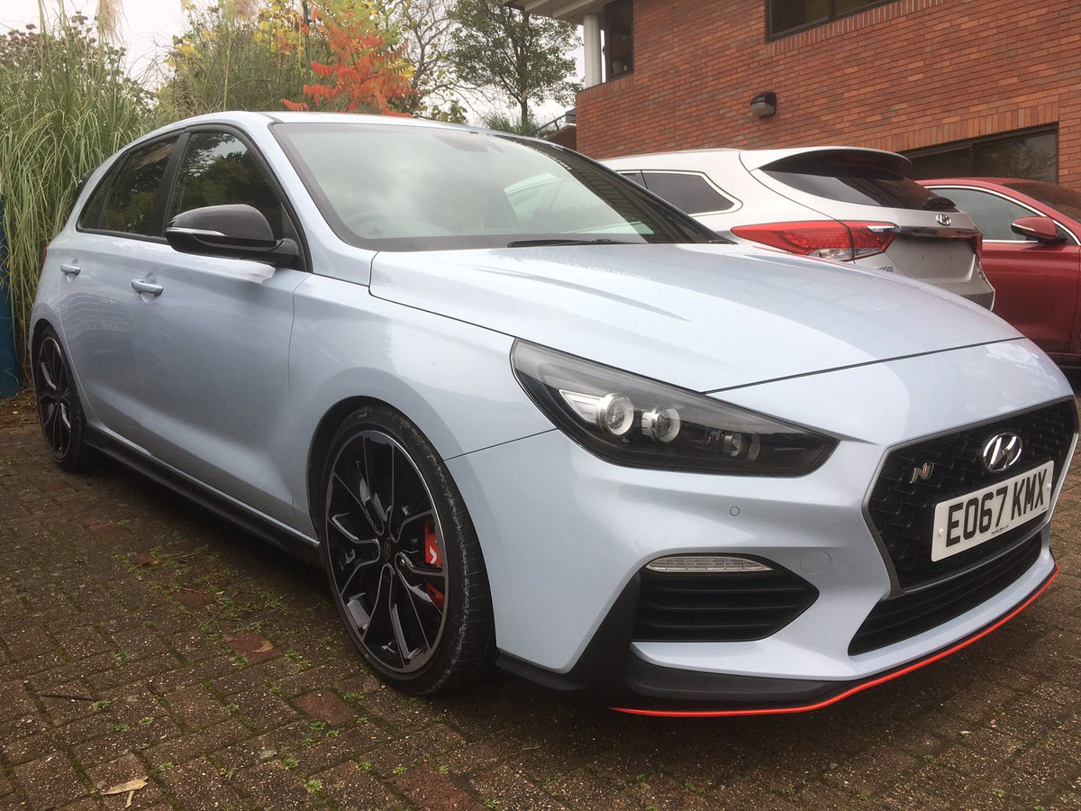#FastFriday The new i30 N looking, well, fast.  Even when stationary.  We&#39;re very excited for December! More here  http://www. endeavourautomotive.co.uk/hyundai/new-ca rs/i30-n/ &nbsp; … <br>http://pic.twitter.com/oKO4f1NqNl
