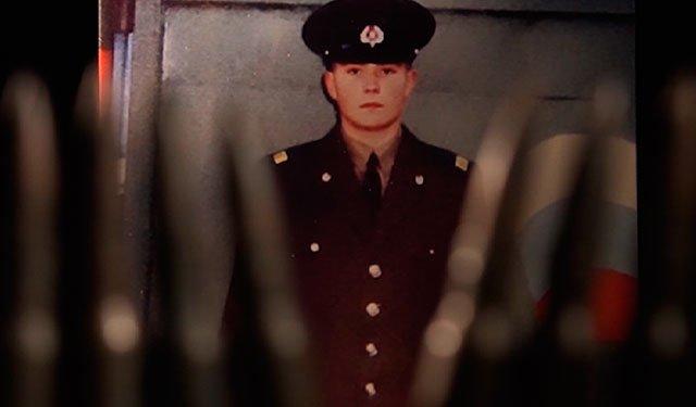 Он отказался снять крестик и был обезглавлен: в Москве представили фильм о герое Родионове, погибшем в Чечне: https://t.co/hIu0ooU203