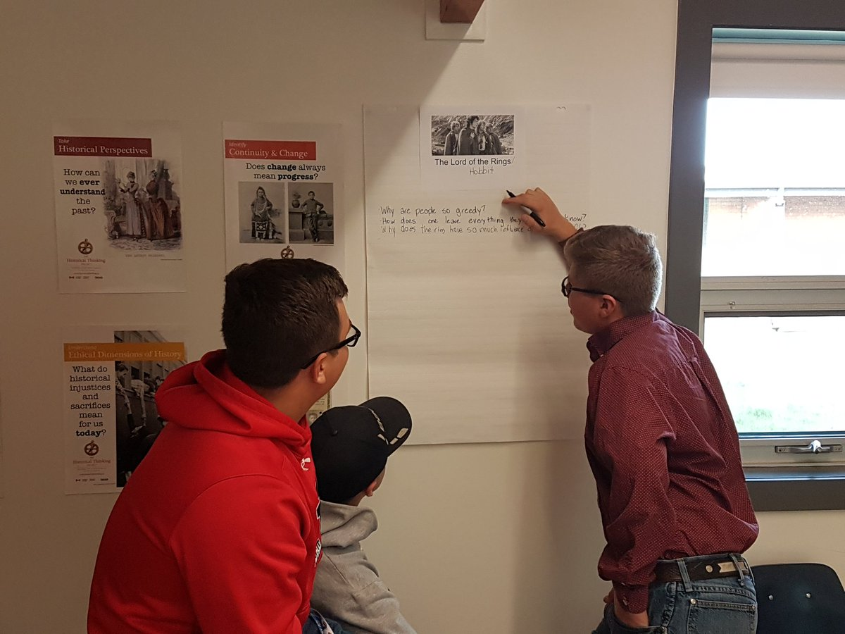 Miss McMurtry&#39;s ELA 20 class practising how to develop strong Inquiry questions using popular movies. #engagement #sidebysidelearning<br>http://pic.twitter.com/i8AokqqJ56