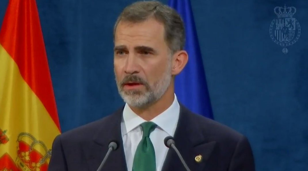 El Rey dice que el 'inaceptable intento de secesión' en Cataluña se resolverá con instituciones y valores democráticos https://t.co/CaUSN42pjh