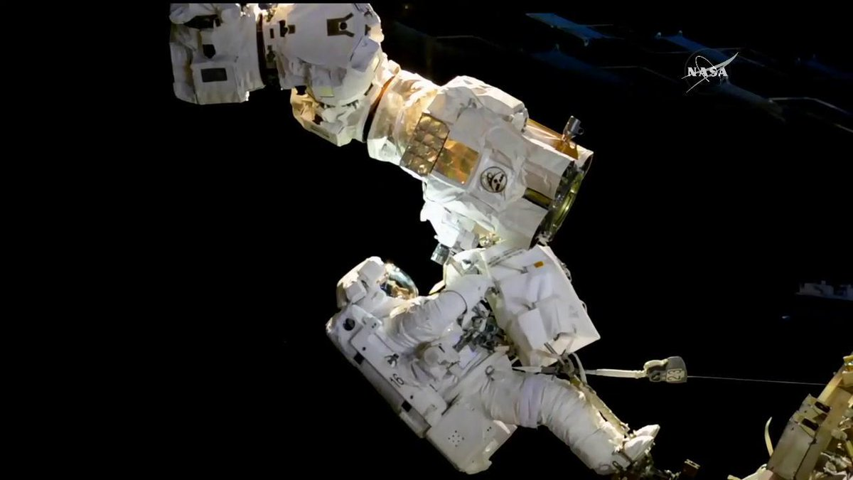 Expedition 53 @Astro_Komrade and@AstroAcaba  completed a 6 hour, 49 minute spacewalk at 2:36 p.m. EDT.https://t.co/JscY1hlnMD
