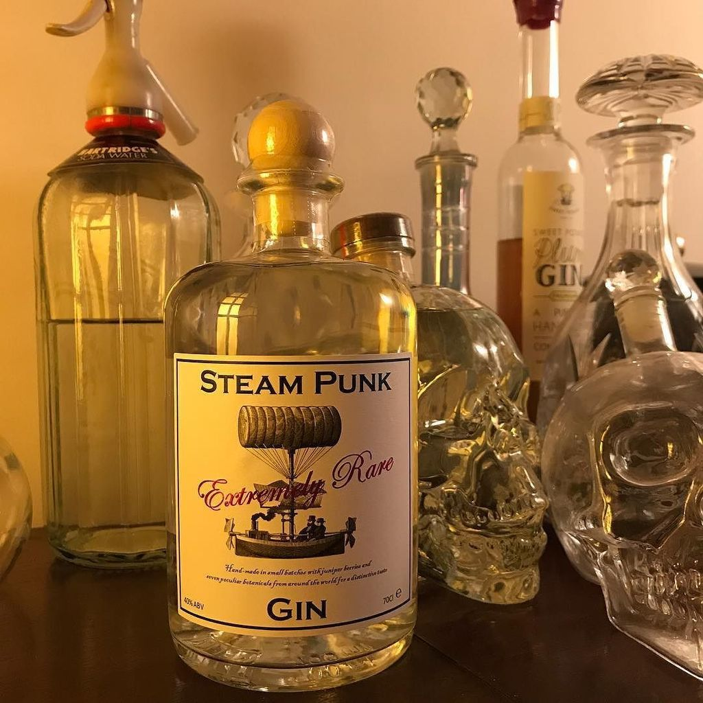 It's arrived!!!! Guess what I'll be drinking tonight!!! • • • #timepunkchronicles #steampunk #steampunkgin #steamp… https://t.co/N9gczduJuQ