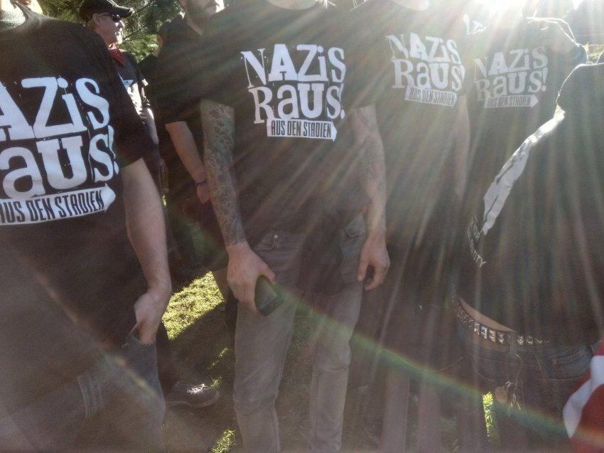 Fußball-Eklat in Sachsen: Verband will keine 'Nazis Raus!'-Shirts https://t.co/6Vo7Xvik1u