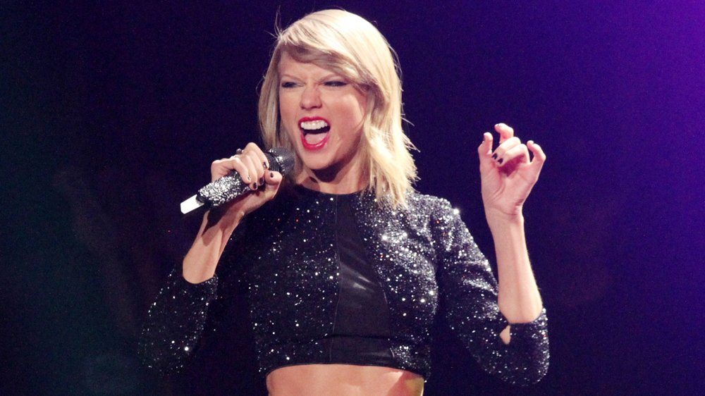 The 'old Taylor' makes a comeback in @taylorswift13's new single #Gorgeous https://t.co/ehabNDg6e1