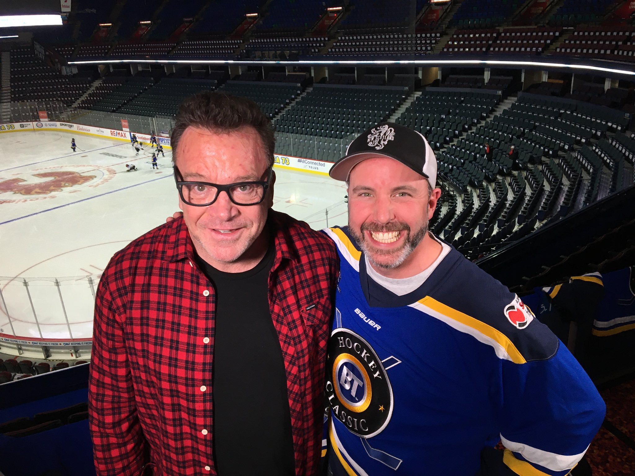 RT @CameraGuyNick: Ok. So meeting Tom Arnold was pretty cool! My face may have given that away.... #justalittle https://t.co/lCRiMgPUrC