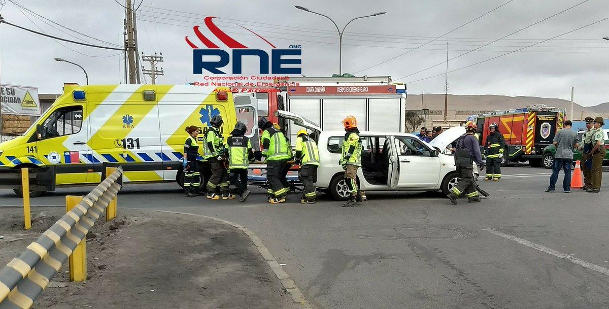 RT @Rne_Xv_Arica @reddeemergencia Choque vehículo menor con taxibus un lesionado ABC en el lugar calle Linderos/ Alejandro Azola Arica