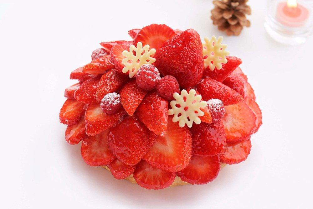 カフェコムサのクリスマス - 真っ赤なハート型ケーキや「あまおう」をお城のように...