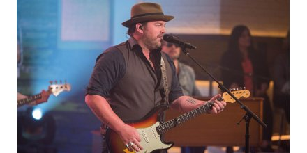 Watch country singer Lee Brice perform h...
